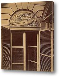 Традиционная греческая дверь с красными цветами