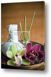 Composition zen - fleurs orchidГ©e et mortier bois