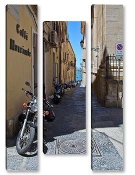 Модульная картина улочка с мотоциклами