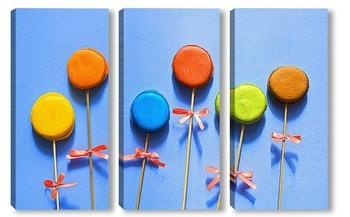 Модульная картина Разноцветные макаруны на палочке