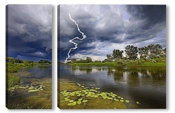 Молния на реке