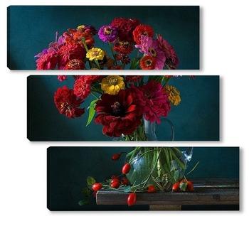 Модульная картина Натюрморт с цинниями, шиповником и бабочкой