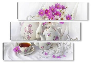 Модульная картина Чашка чая с чаниками и букетом космеи