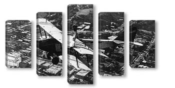 Модульная картина Стойка на крыле летящего самолёта.