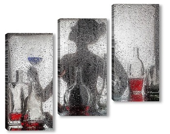 Силуэт девушки за мокрым стеклом.