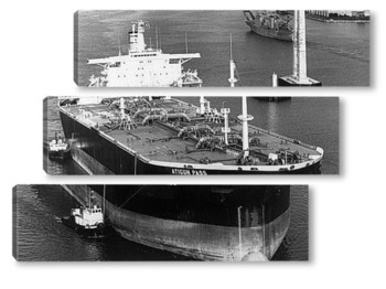 Модульная картина Крупный план танкера сверху.
