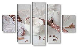 Модульная картина Упало в молоко кофейное зерно
