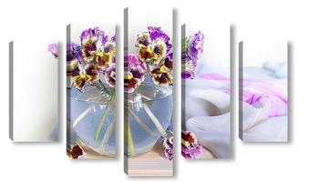 Модульная картина Букет анютиных глазок в стеклянной вазе
