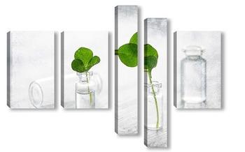 Модульная картина Мини натюрморт с маленькими бутылочками