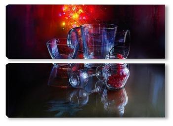 Модульная картина Натюрморт со стеклянными, прозрачными предметами на темном фоне с крансными бликами