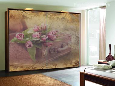 Наклейка Тюльпаны в чемодане