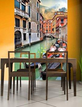 Фотообои на стену Вид древних зданий и Узкий канал в Венеции